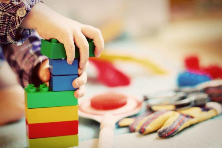 køb legetøj til 2 årig dreng eller pige