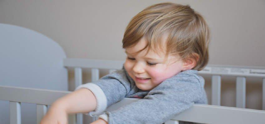 Hvornår skal man skifte til børneseng?