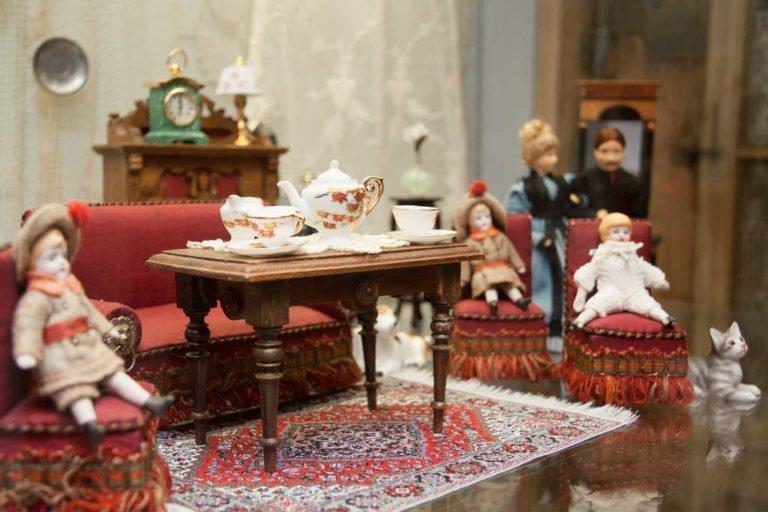 Dukkehusmøbler – Køb de sjove møbler til pigens dukkehus