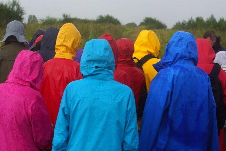 Brug tips til vælge regntøj til børn og voksne