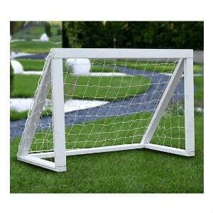 Nordic Play fodboldmål micro hvid er fremstillet i trykimprægneret fyrretræ