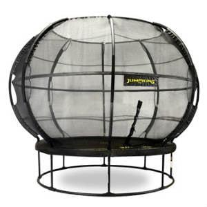 En trampolin i globusform skaber blikfang